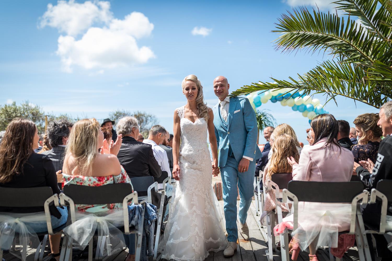 Trouwen strand bruiloft palmboom