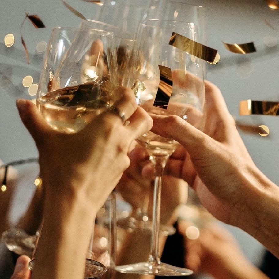 Confetti en champagne surprise bruiloft