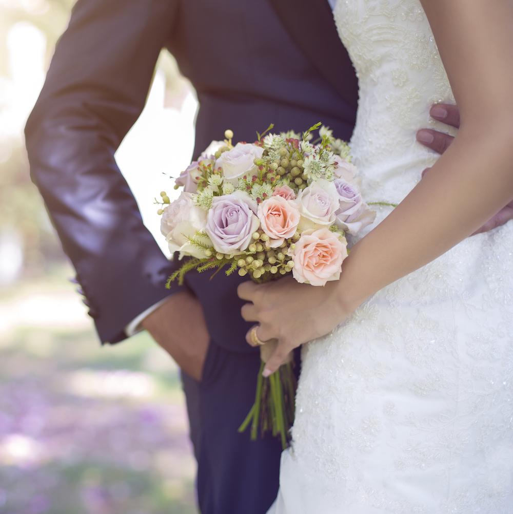 Bruidspaar fotoshoot boeket