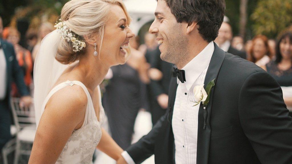 Humor wedding couple